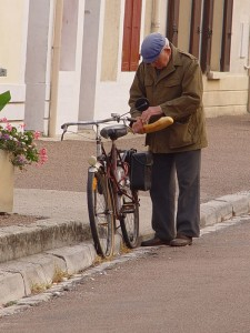 Getting the bread in Rogny-les-Sept-Ecluses