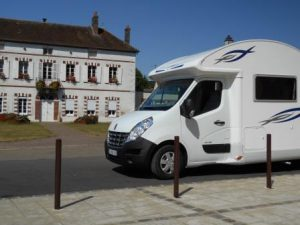 Easy grocery shopping - FMH motorhome parked right outside Proxy Marché