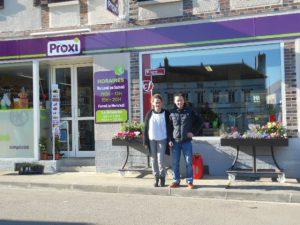 Émilie et Cédric outside their grocery store