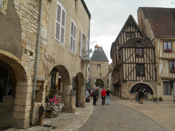 Noyers-sur-Serein, medieval village entrance way