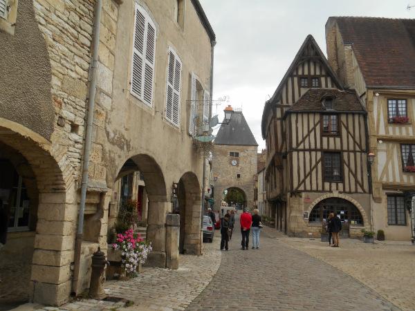 Noyers-sur-Serein, medieval village entrance way