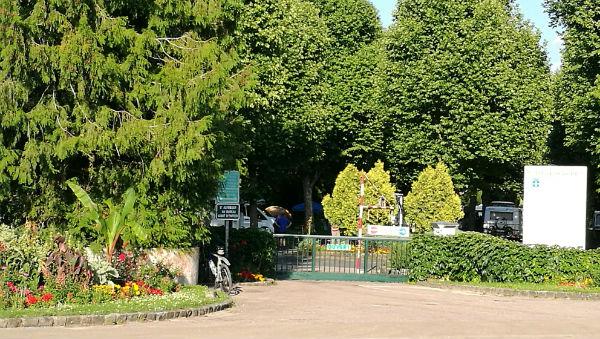 The entrance to Sens municipal campsite