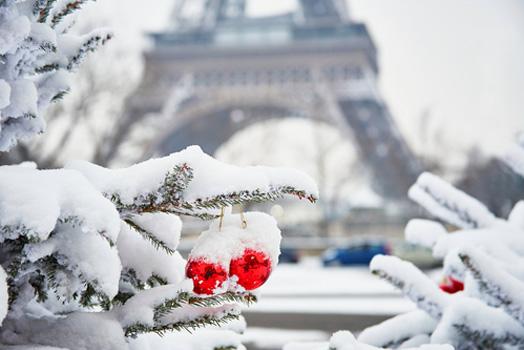 eiffel tower snowy