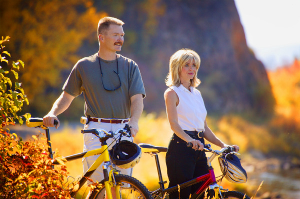 Man and woman with leisure bicycles - dieting