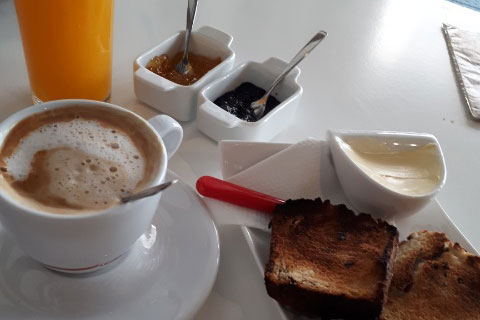 The FMH team had a great breakfast at Veganath Restaurant in Joigny for just 6 euro