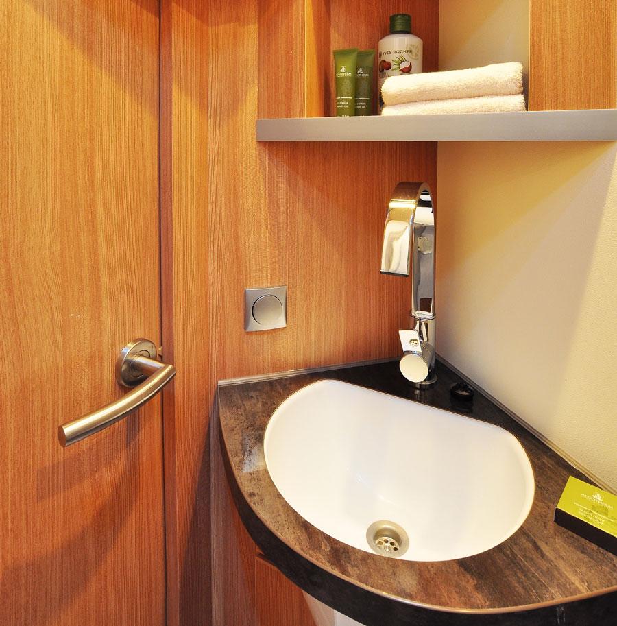 Shower room on the Knaus 550 MF motorhome