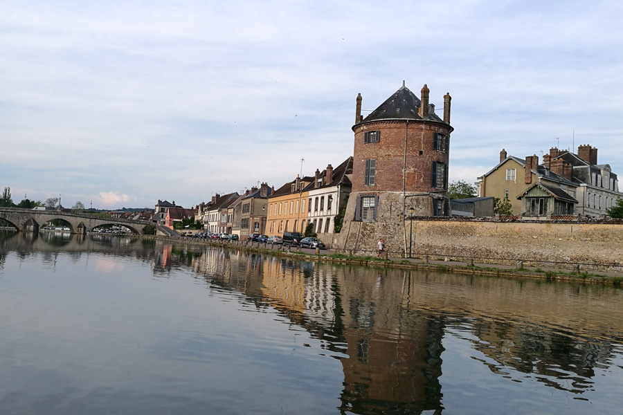 Don't rush off when you get here, there is plenty to see from your campervan along The River Yonne
