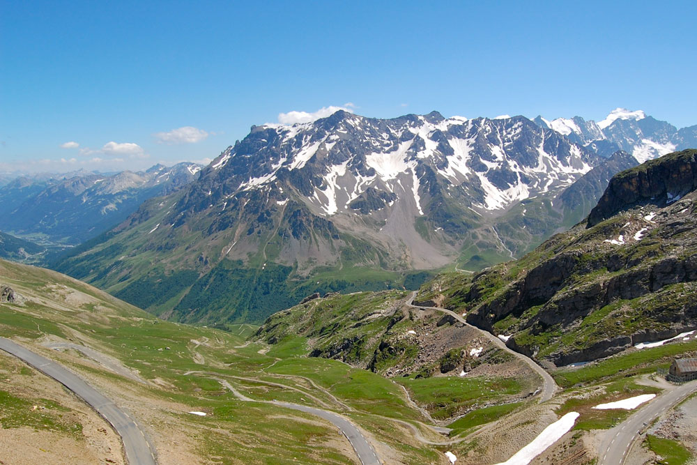 great alpine driving route © bellesroutesdefrance.fr