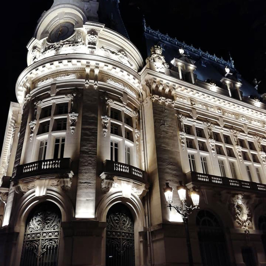 Mairie by night, Sens