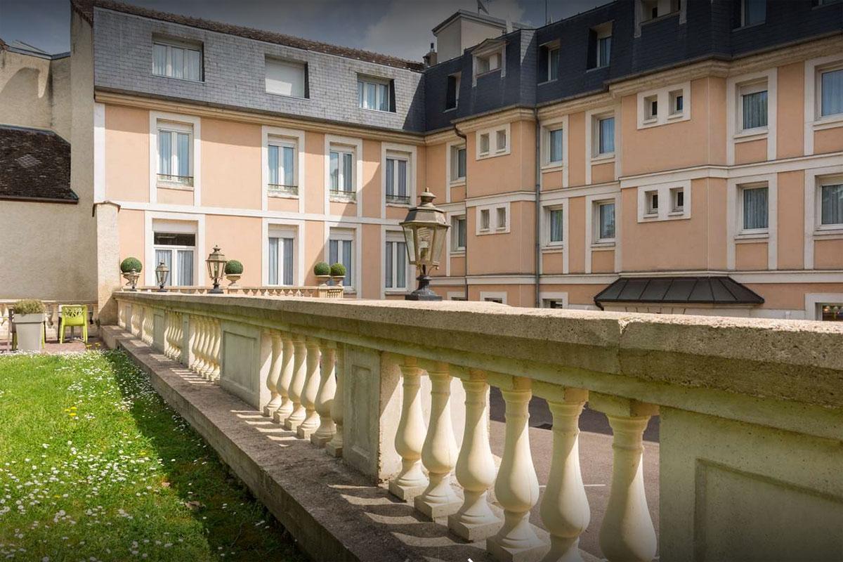 Hotels in Sens